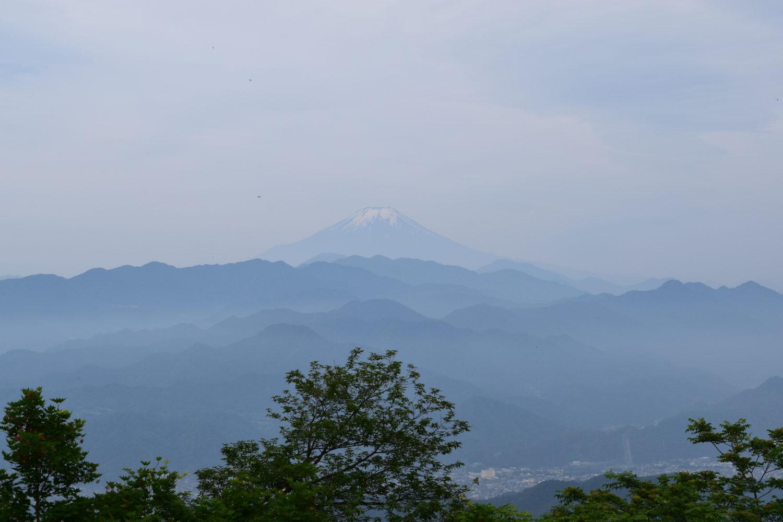 陣馬山より望む富士山