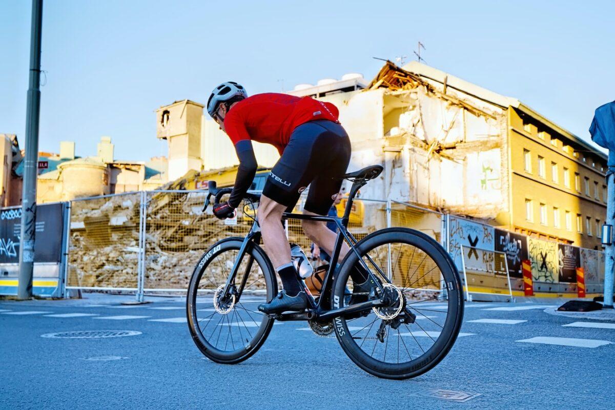 ロードバイクのホイール交換。走行性能に影響するジャイロ効果について